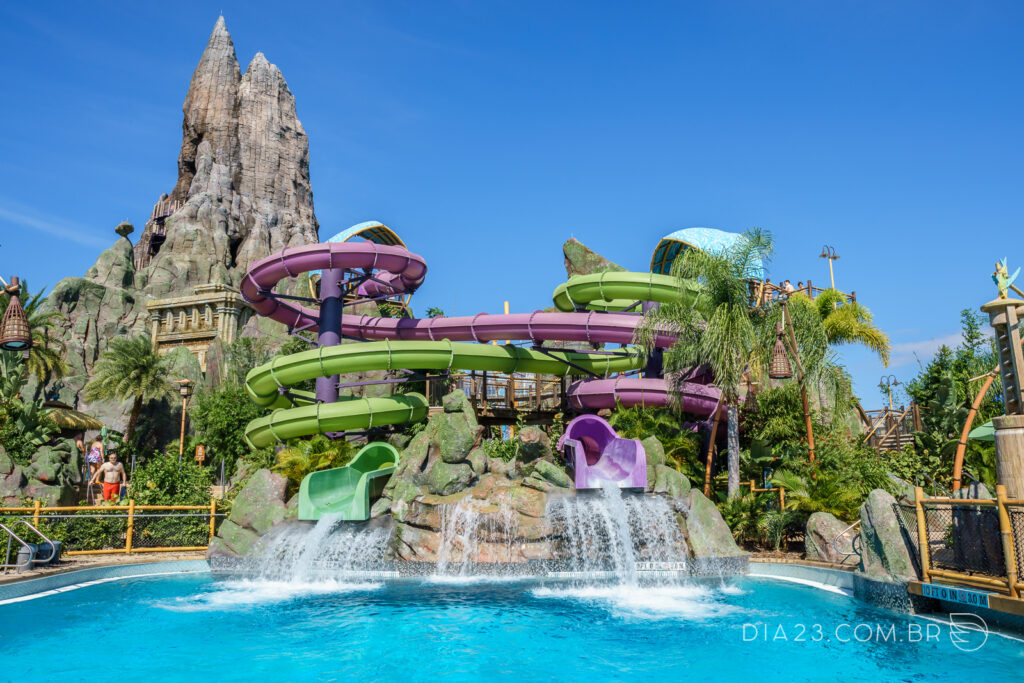 atração ohyah and ohno drop slides volcano bay